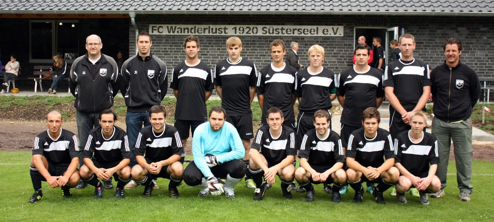 Zweite_Mannschaftsfoto_2011